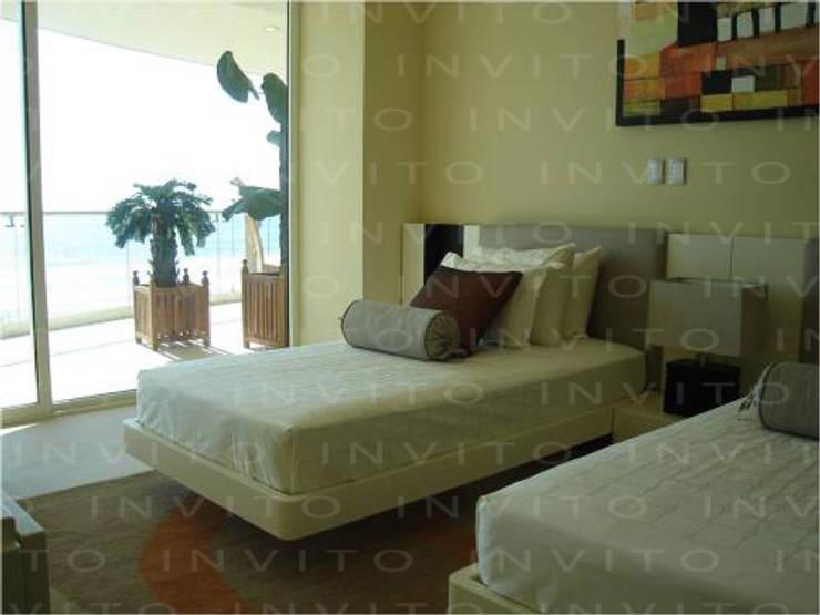 Recámara Acapulco: Recámaras de estilo  por INVITO