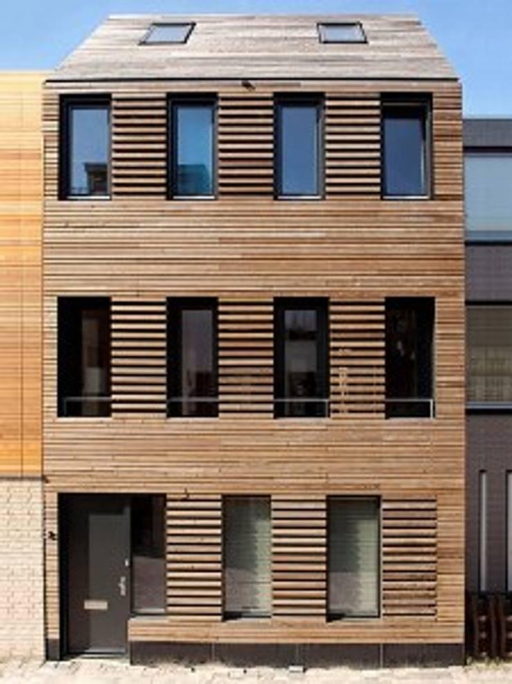 DUURZAME WONING OP VRIJ KAVEL NIEUW LEYDEN:  Huizen door D. M. Alferink architect, Modern