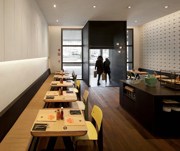 NEW YORK BURGER: Oficinas y Tiendas de estilo  de ISABEL LOPEZ VILALTA + ASOCIADOS