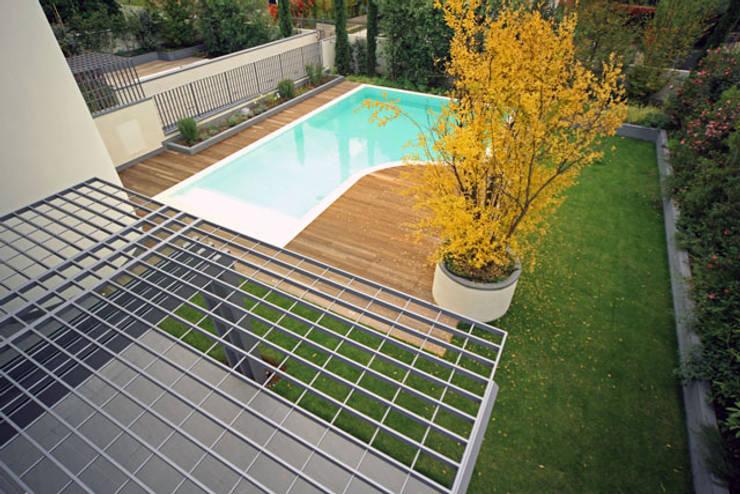 Piscinas de estilo  por Massimo Vallotto Architetto