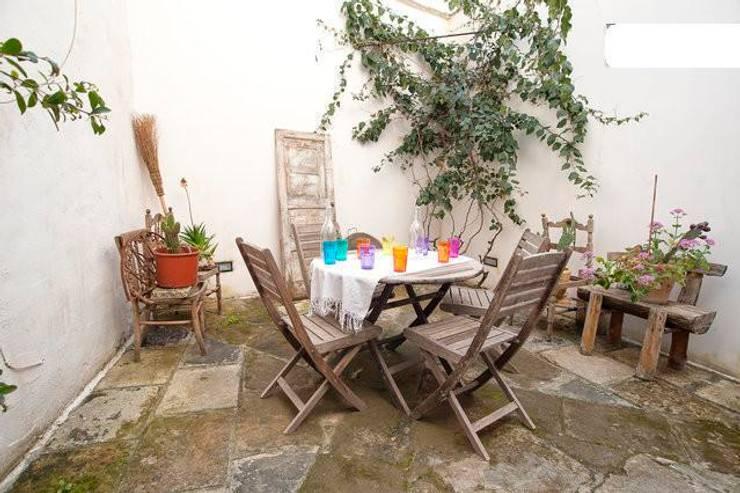giardino: Terrazza in stile  di meb progetto ambiente