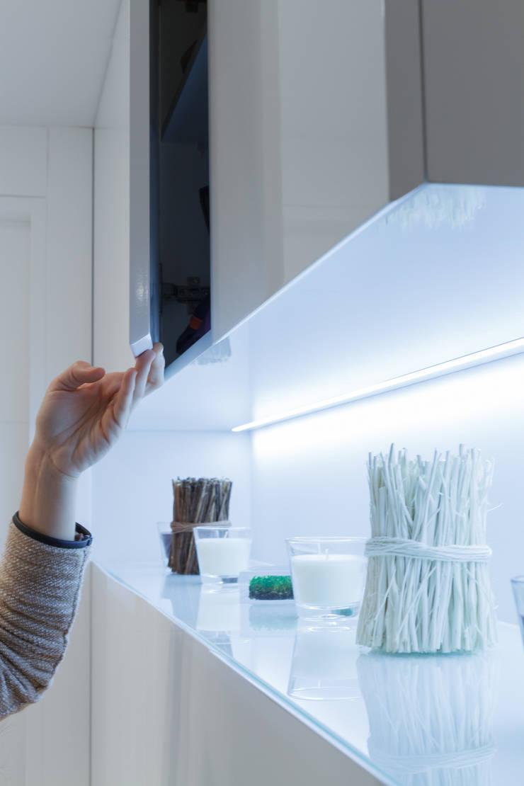 Vivienda Domótica Guggenheim M&P: Estudios y despachos de estilo  de Muka Design Lab