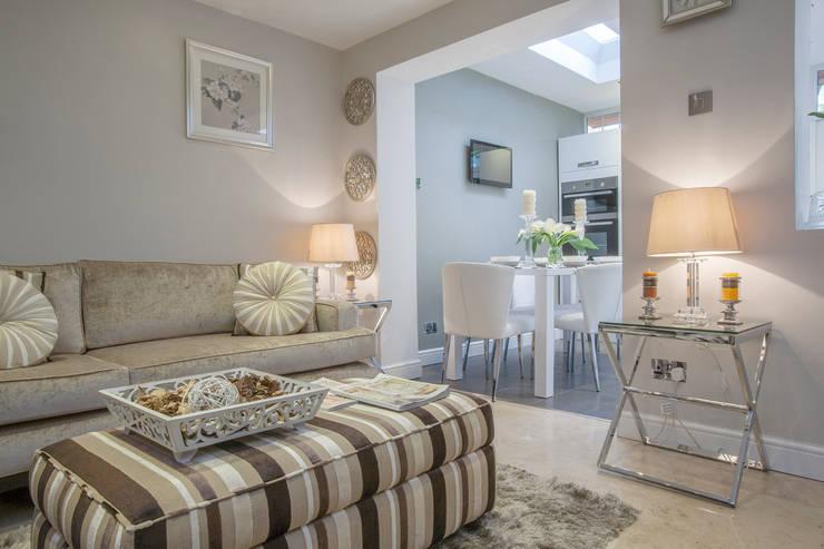 Living room - Canary Wharf:  Living room by Millennium Interior Designers