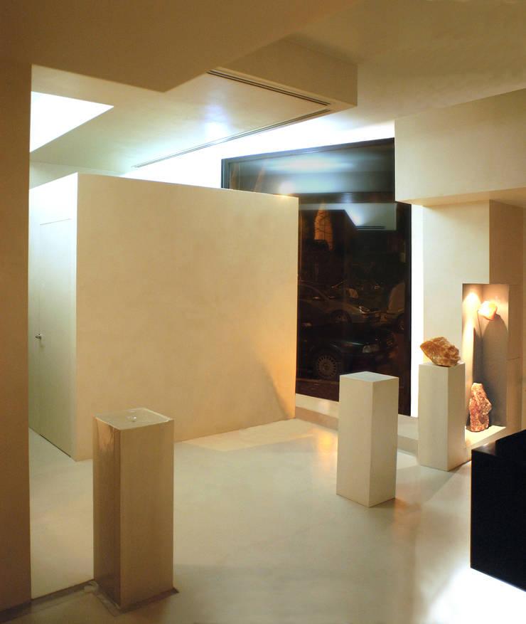 CENTRO RELAX – GROTTA DI SALE: Spa in stile  di DELISABATINI architetti
