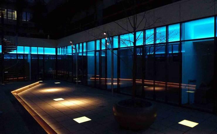 Terrazza in stile  di list lichtdesign - Lichtforum e.V.,
