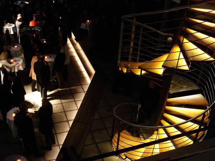 Ingresso & Corridoio in stile  di list lichtdesign - Lichtforum e.V.,