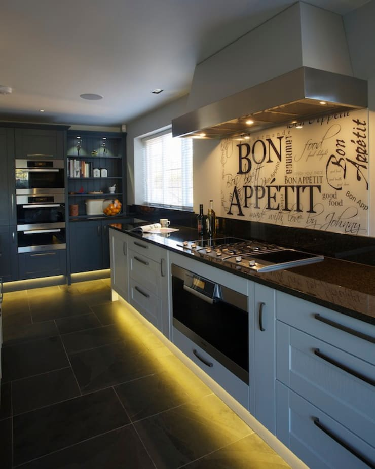 Private home, West Surrey:  Kitchen by SlightlyQuirky ltd