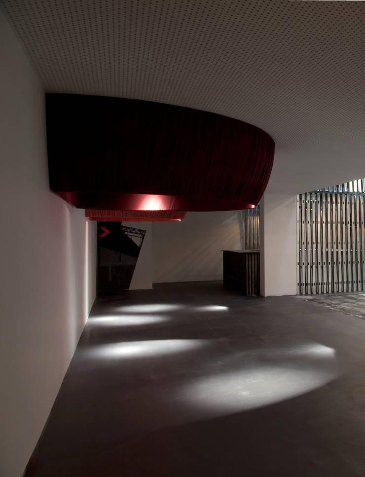 de estilo  por Q:NØ Arquitectos , Moderno