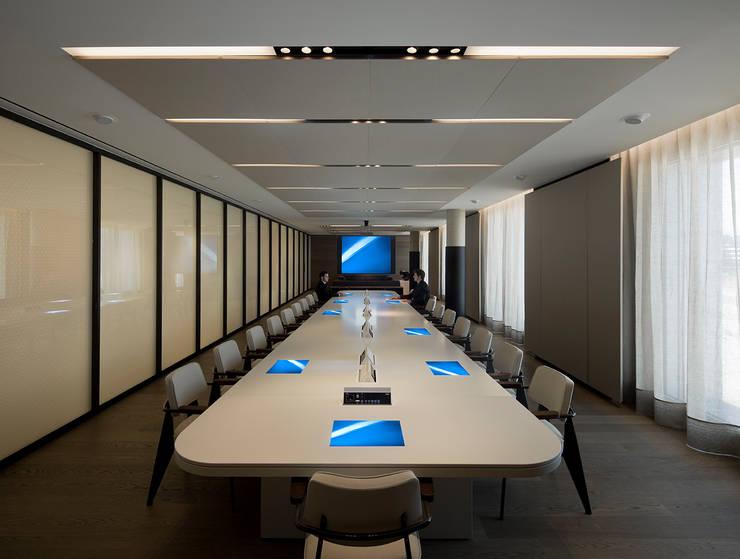 Oficinas de alta Dirección: Oficinas y Tiendas de estilo  de ISABEL LOPEZ VILALTA + ASOCIADOS