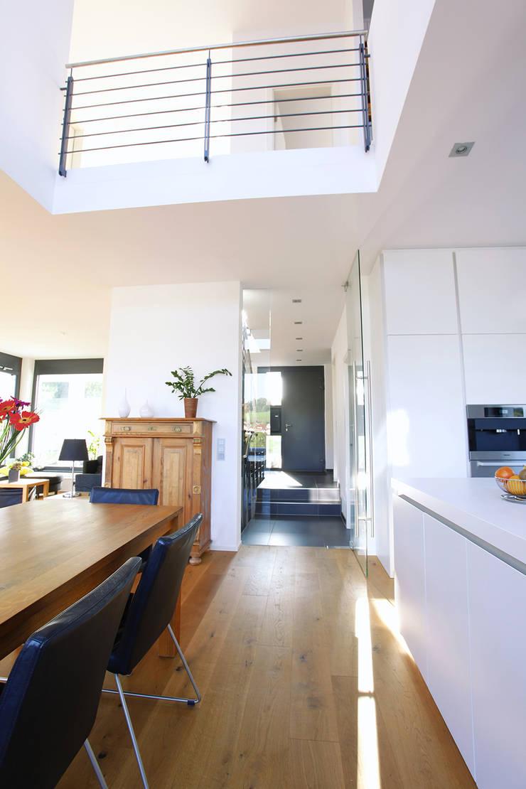 Salas de jantar  por BITSCH + BIENSTEIN Architekten PartGmbB,