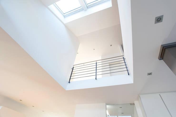 Corredores e halls de entrada  por BITSCH + BIENSTEIN Architekten PartGmbB,