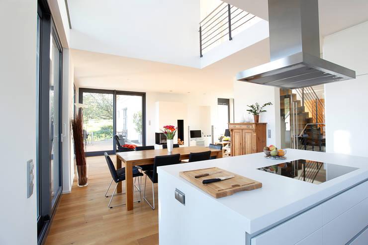 Innenraum Küche mit Essplatz:  Esszimmer von BITSCH + BIENSTEIN Architekten PartGmbB