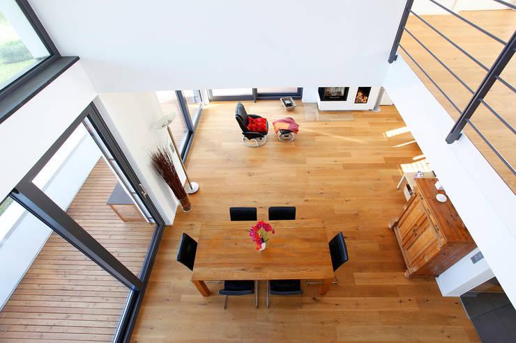 Blick von der Galerie:  Esszimmer von BITSCH + BIENSTEIN Architekten PartGmbB