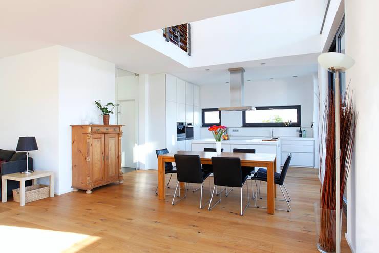 Sala da pranzo in stile  di BITSCH + BIENSTEIN Architekten PartGmbB