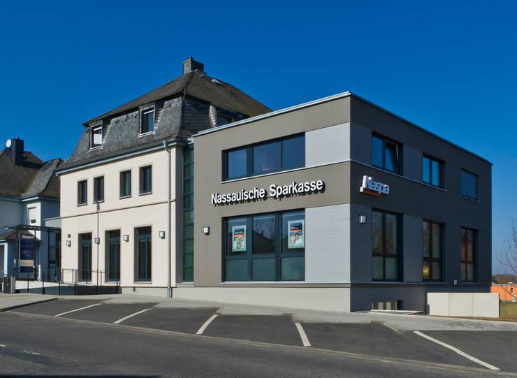 Altbauvilla mit Neubau:  Bürogebäude von BITSCH + BIENSTEIN Architekten PartGmbB,Modern