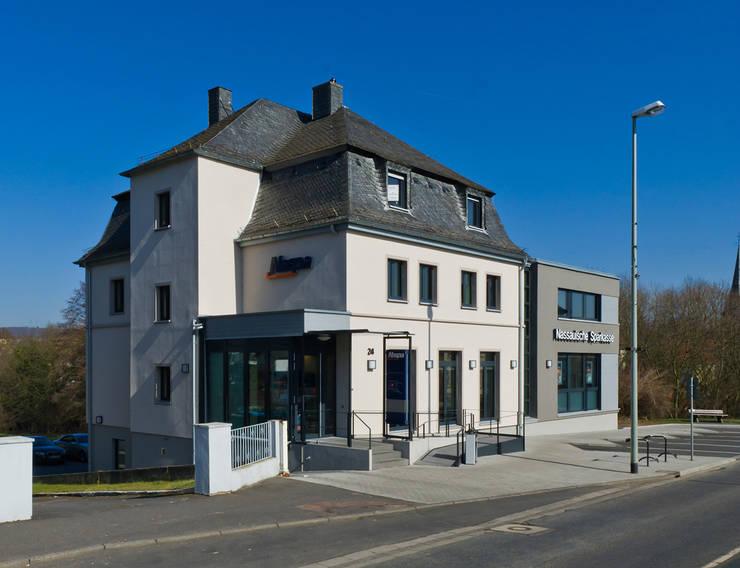 Altbauvilla mit Neubau:  Bürogebäude von BITSCH + BIENSTEIN Architekten PartGmbB,Klassisch