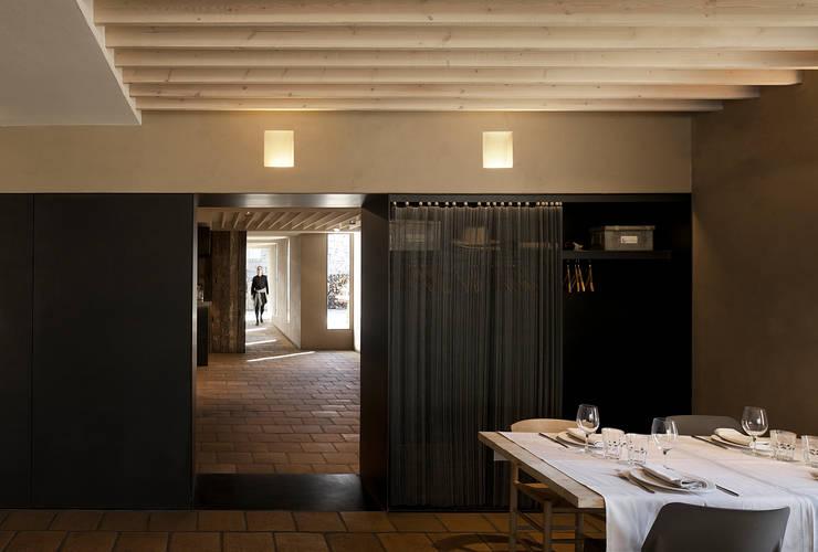 RESTAURANTE FILANDÓN: Locales gastronómicos de estilo  de ISABEL LOPEZ VILALTA + ASOCIADOS