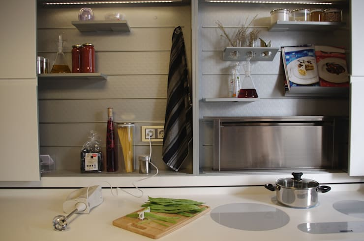 Cocina planificada al detalle: Cocinas de estilo moderno de Trestrastos