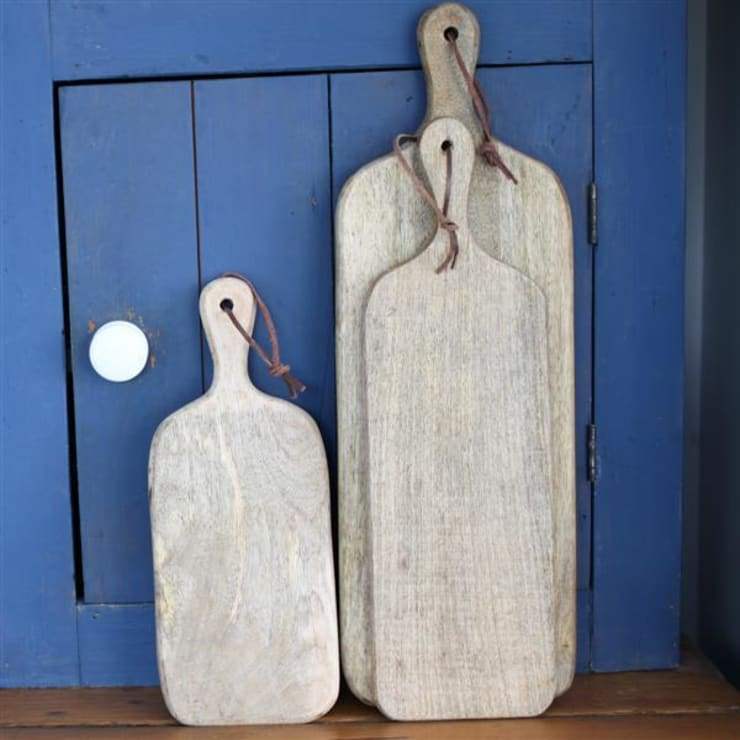 Chunni chopping boards: rustic Kitchen by Decorum