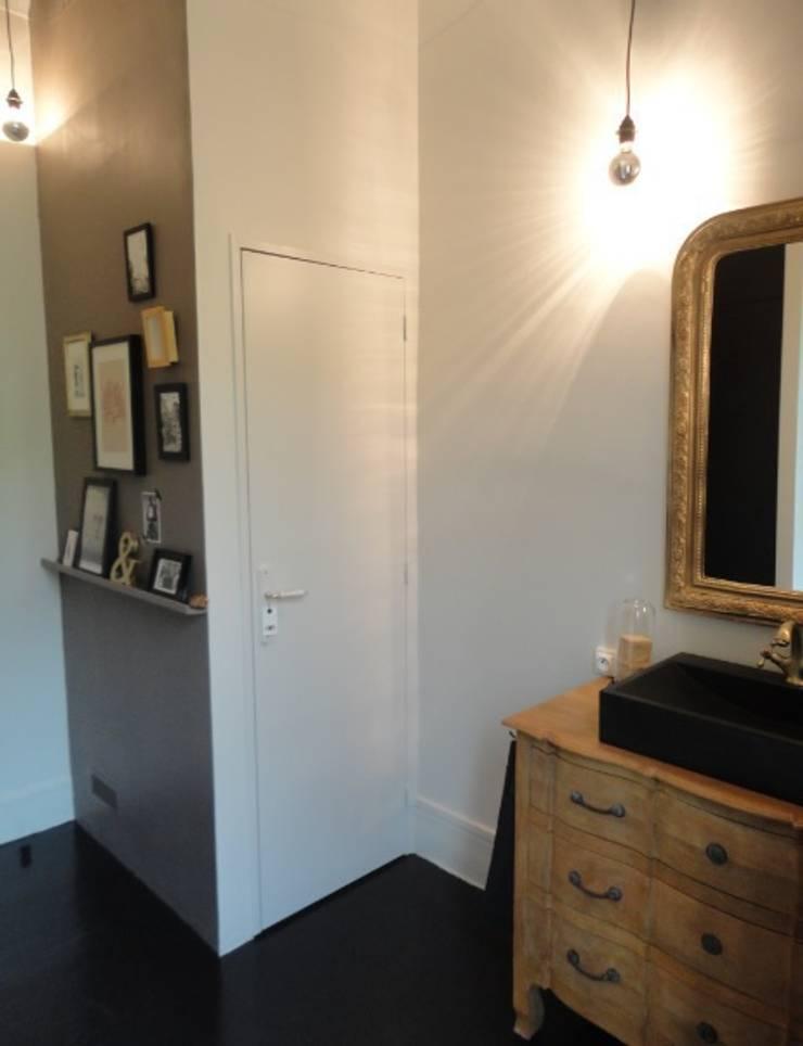 Création d'une salle de bain: Salle de bains de style  par Stéphanie CHAMBOURG CHASSAN