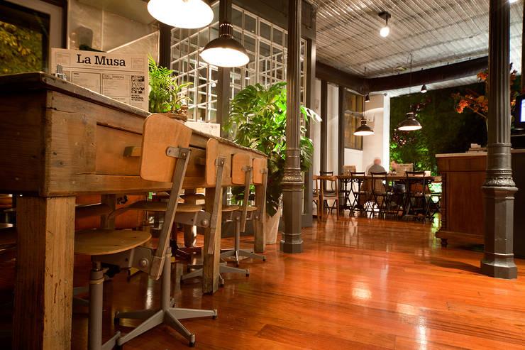 Bars & clubs de style  par LabMatic Estudio