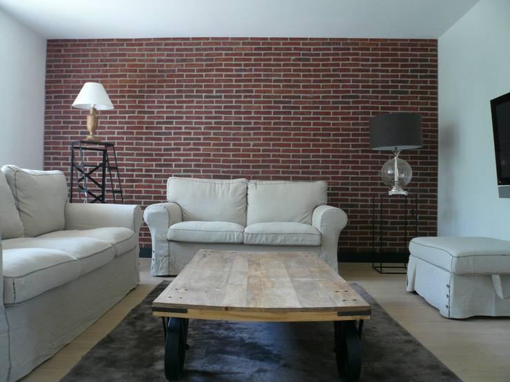 Restructuration et décoration d'un appartement de 90m² dans les Yvelines : Le salon: Cuisine de style  par Delphine Gaillard Decoration