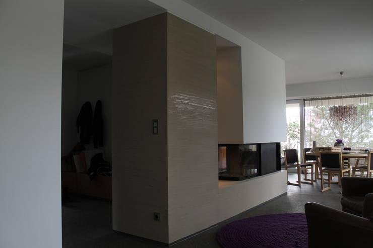 Living room by Jakob Messerschmidt GmbH - Malerfachbetrieb, Eclectic