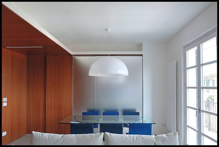 Salon de style  par sergio fumagalli architetto,