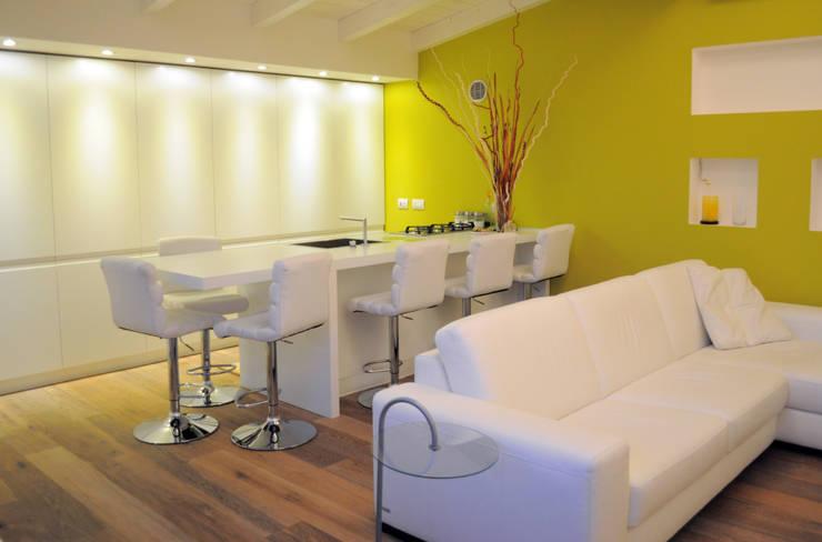 Wohnzimmer von C+C ITALIAN DESIGN ,