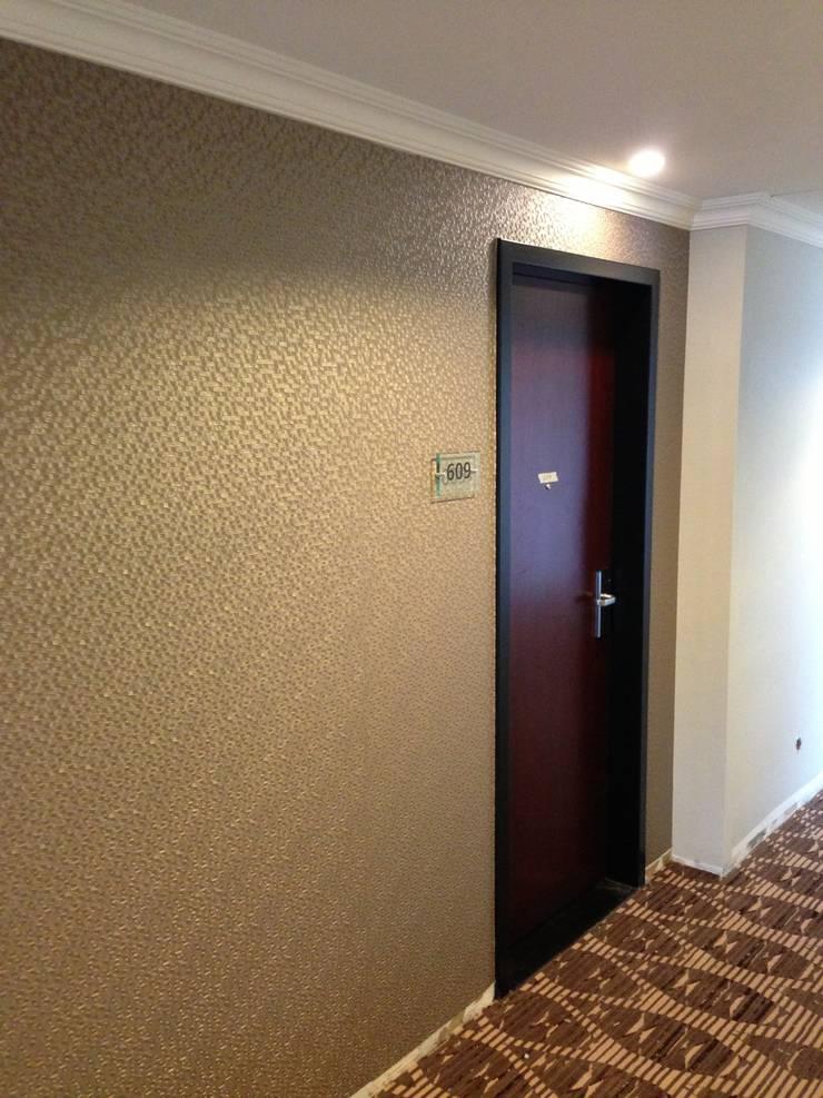 Corridor & hallway by Jakob Messerschmidt GmbH - Malerfachbetrieb, Eclectic