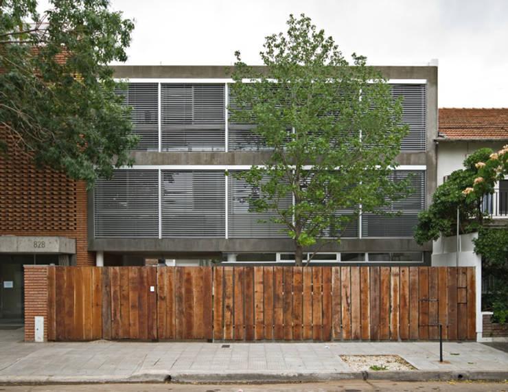 Vista exterior: Casas de estilo  por moarqs