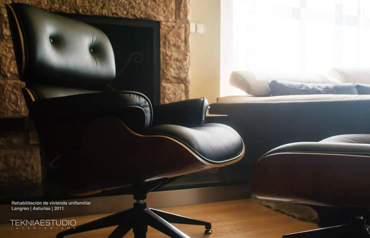 Living room by TEKNIA ESTUDIO