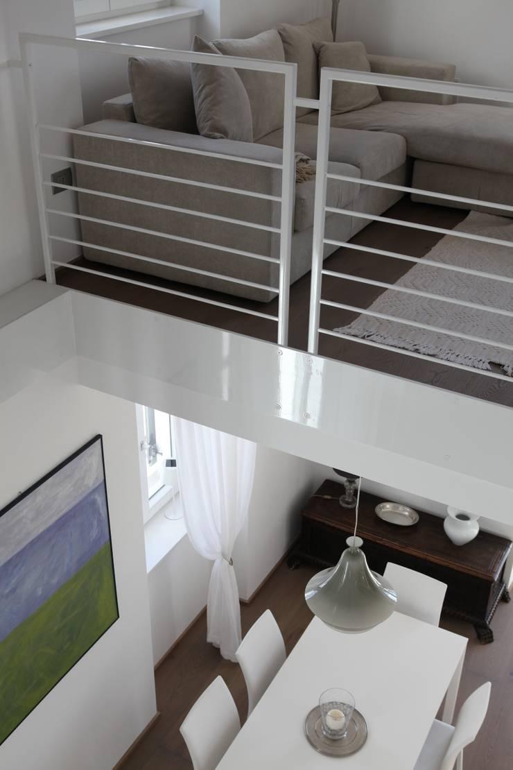 l'affaccio duplex: Sala da pranzo in stile in stile Moderno di luca pedrotti architetto