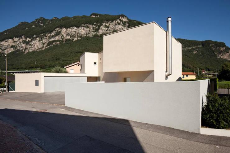 Casa a Riva S. Vitale: Case in stile  di Studio d'arch. Gianluca Martinelli
