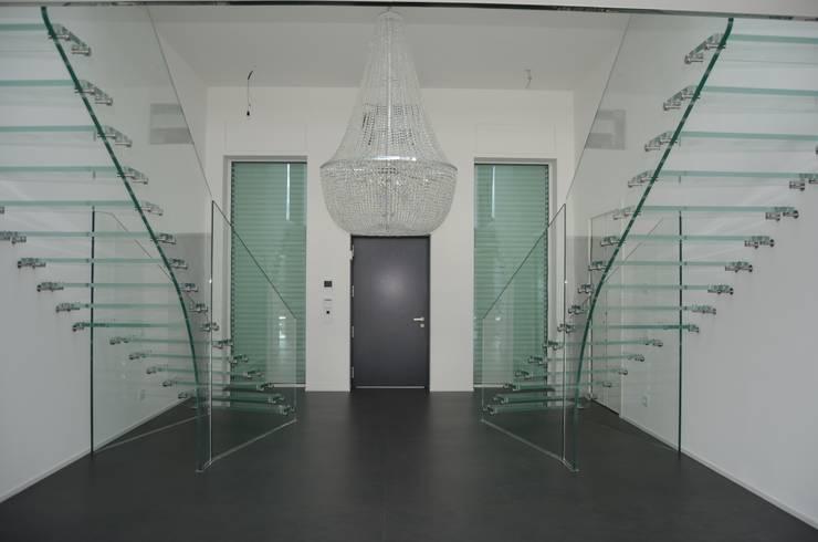 Ganzglastreppen, Projekt Padova:  Flur, Diele & Treppenhaus von Siller Treppen/Stairs/Scale
