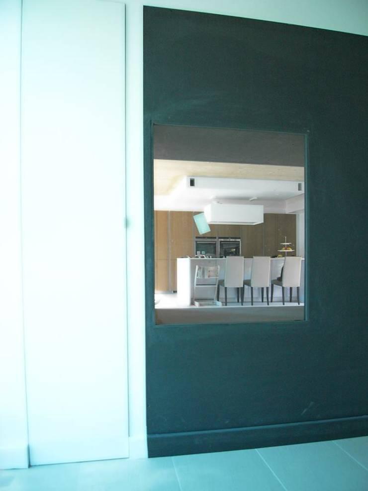 by Allegre + Bonandrini architectes DPLG,