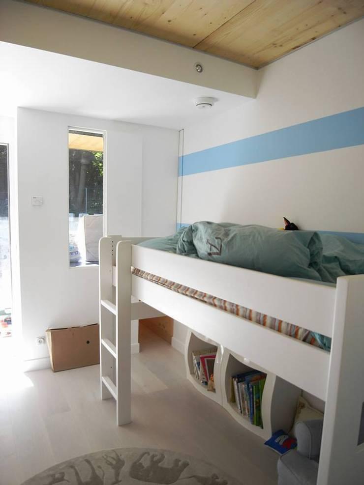 War H ouse: Chambre d'enfant de style  par Allegre + Bonandrini architectes DPLG