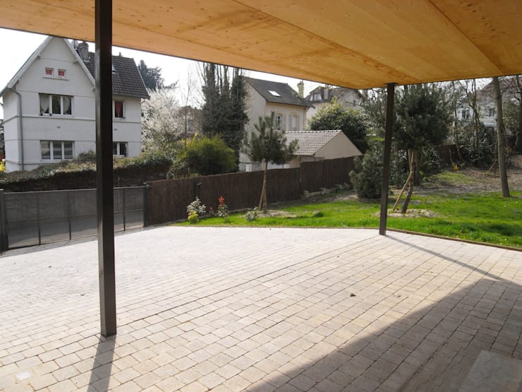 Garage/shed by Allegre + Bonandrini architectes DPLG,