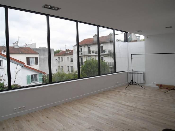 Atelier photographe et extension LAN:  de style  par Allegre + Bonandrini architectes DPLG