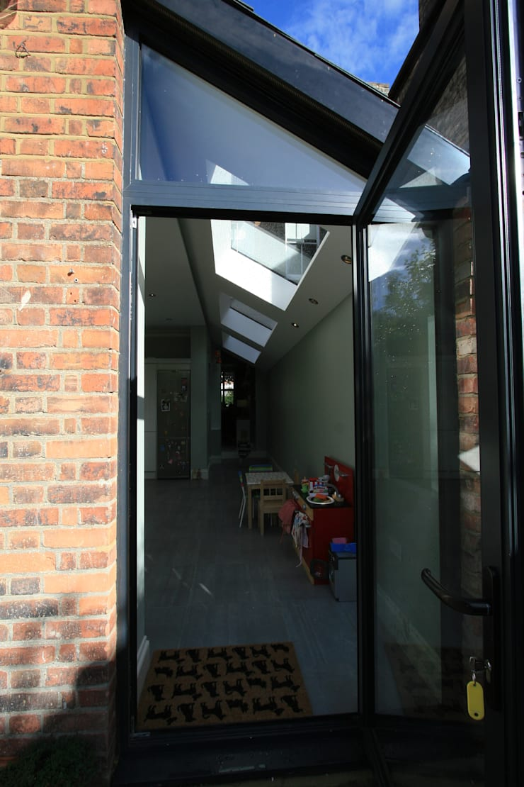 Side Extension:  Kitchen by Model Projects Ltd