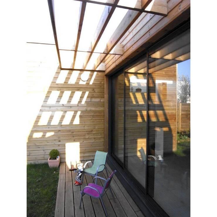 Extension BB: Terrasse de style  par Allegre + Bonandrini architectes DPLG