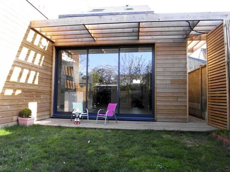 Extension BB: Maisons de style de style Moderne par Allegre + Bonandrini architectes DPLG