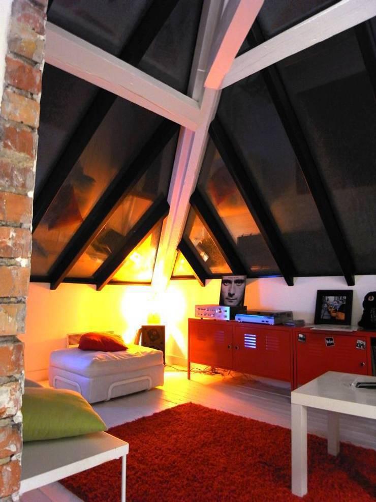 Appartement JKW: Salon de style de style Moderne par Allegre + Bonandrini architectes DPLG