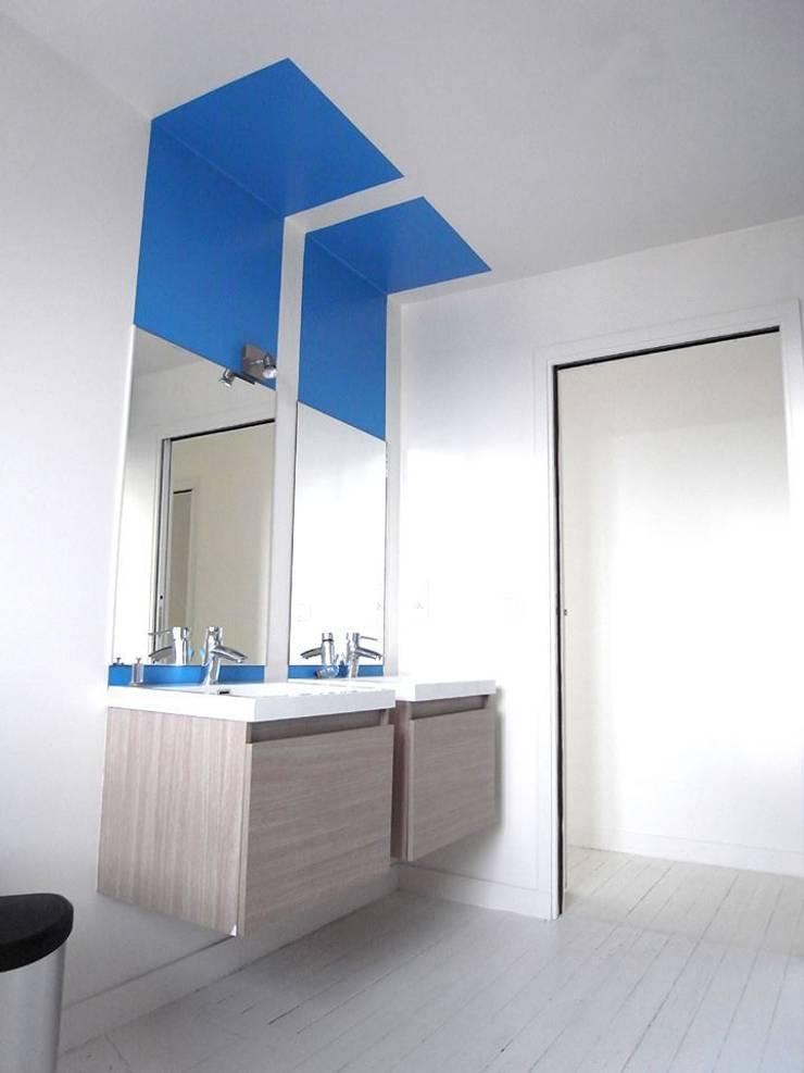 Appartement JKW: Salle de bains de style  par Allegre + Bonandrini architectes DPLG