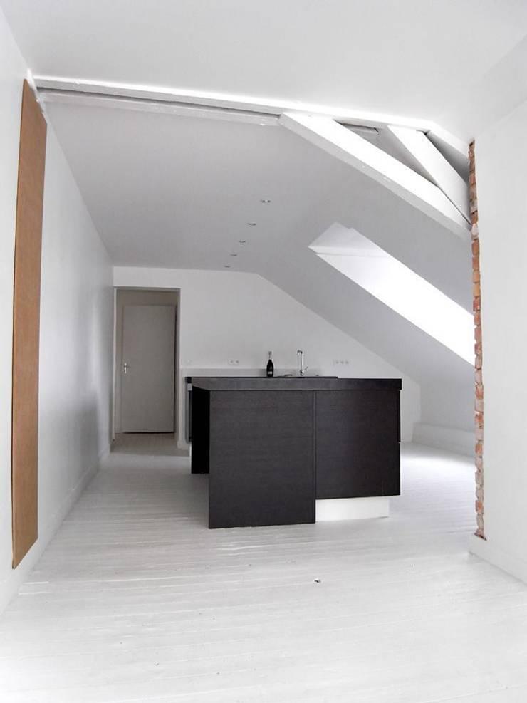 Appartement JKW: Cuisine de style de style Moderne par Allegre + Bonandrini architectes DPLG