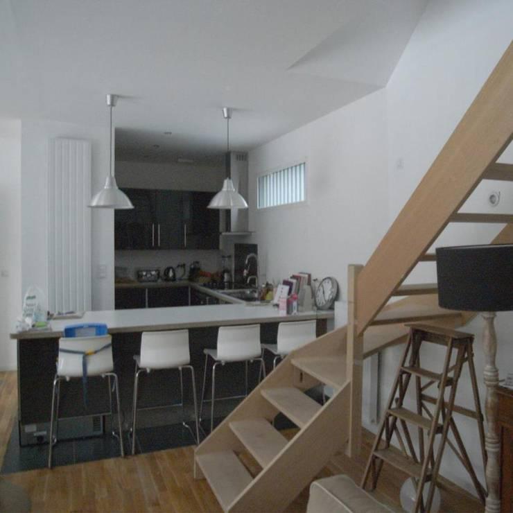 Maison AND: Cuisine de style  par Allegre + Bonandrini architectes DPLG