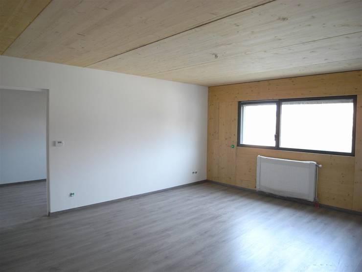 19 logements BBC bois massif Clichy 03: Salon de style de style Moderne par Allegre + Bonandrini architectes DPLG