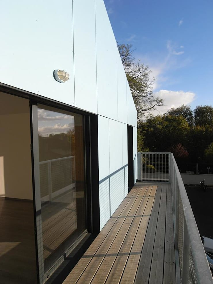 19 logements BBC bois massif Clichy 03: Terrasse de style  par Allegre + Bonandrini architectes DPLG