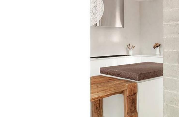 ampliamento casa R: Cucina in stile in stile Moderno di michele roccabruna architetto
