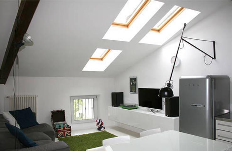 appartamento B: Soggiorno in stile in stile Moderno di michele roccabruna architetto